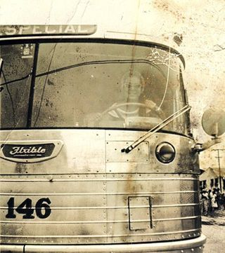 Gloria Rios al volante de un camión (Caravana Corona)