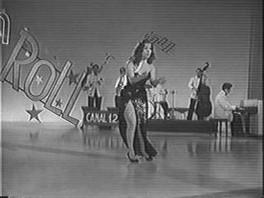 Gloria Rios bailando