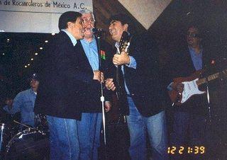 Memo Rodríguez (primero de la izquierda) con el Grupo Estrellas del Rock, 1999