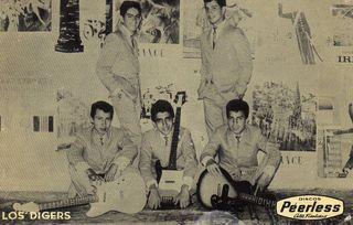 Los Diggers: Felix y Mario de pie, Hector, Luis y Leonel sentados