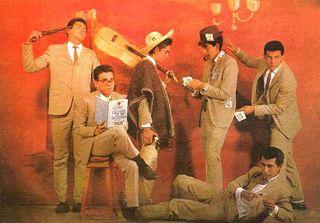 Miguel, Felix, Luis, Mario, Leonel (sentado) y Héctor (acostado): Los Diggers