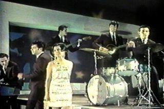 Cantando en una película en 1966