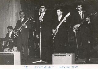 Los Sparks tocando en 'El Señorial'