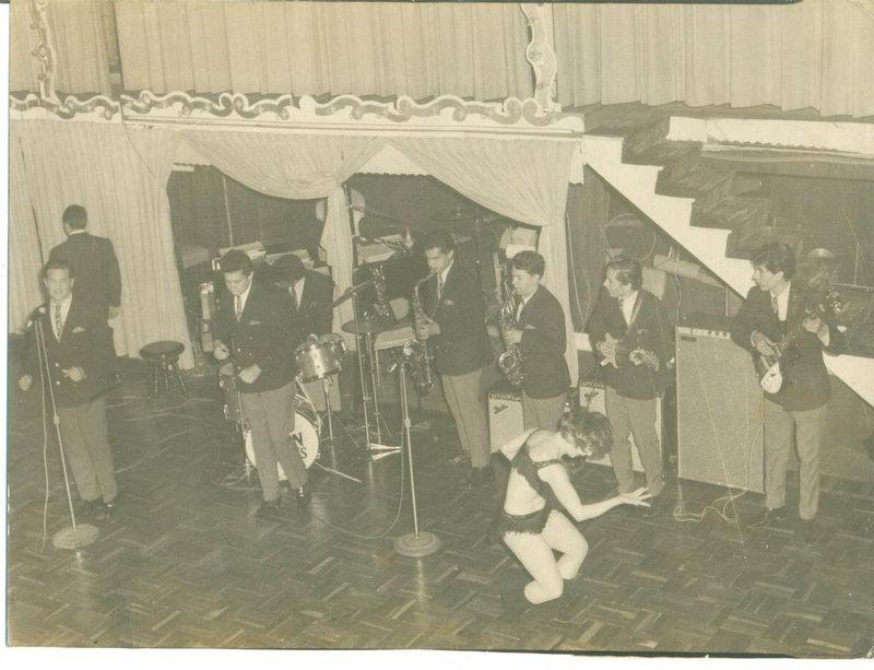 Los downbeats en vivo 1966