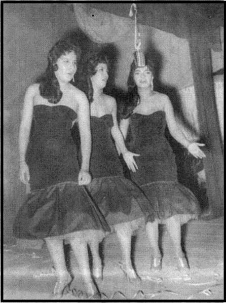 Las hermanas esqueda cantando