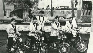 Los flamers en motos chica